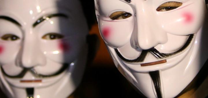 Basta con questi social network: rivogliamo l'anonimato!